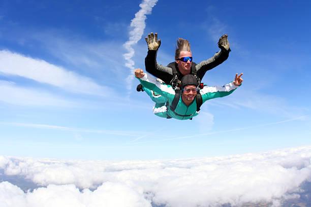 tandem skydiving - fallskärm bildbanksfoton och bilder
