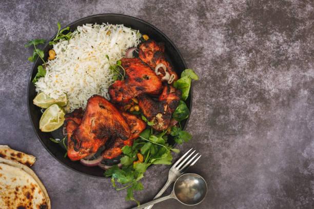 唐杜裡辣雞翅配 pilau 米 - chicken tandoori 個照片及圖片檔