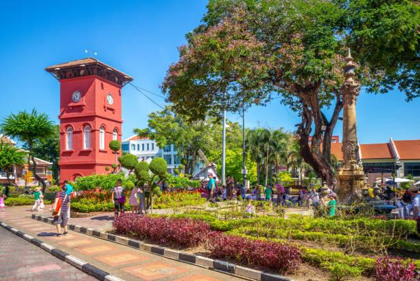 tang beng swee clock tower - malakka staat stockfoto's en -beelden