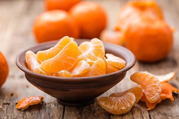 mandarinen - geschält stock-fotos und bilder