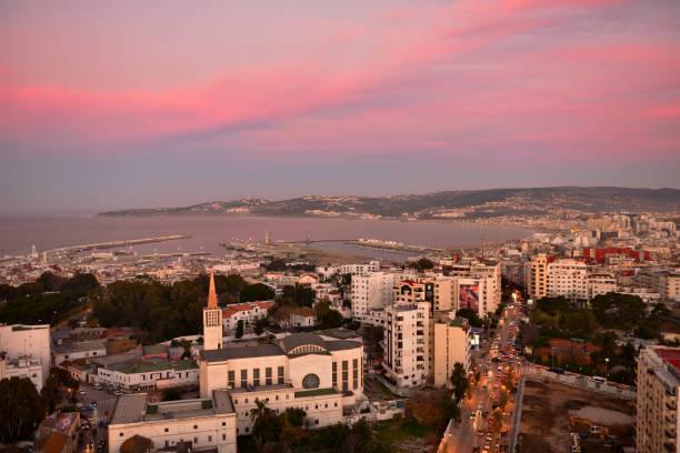 tanger stad och hamn, kustnära landskap, marocko, afrika - kasbah bildbanksfoton och bilder