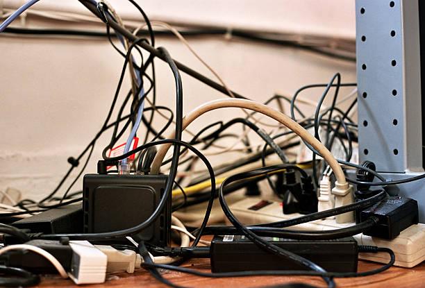 enrolados imagem-fios e cabos de cabos de alimentação - atado - fotografias e filmes do acervo