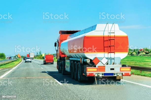 Foto de Cisternas De Armazenamento Em Estrada Na Europa República Checa e mais fotos de stock de Autoestrada
