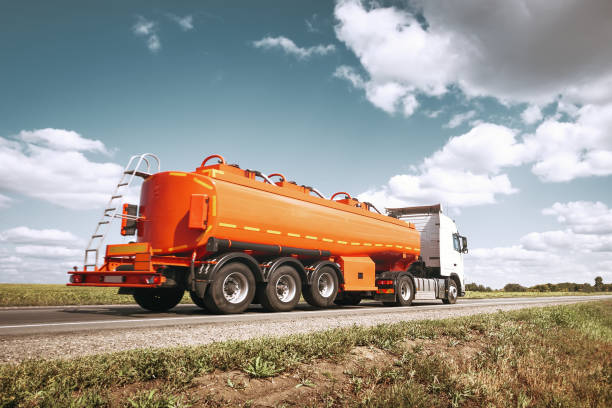 Tanker truck on the road – Foto