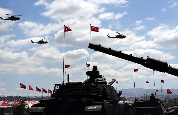 tanks and helicopters - turkish army - turkse etniciteit stockfoto's en -beelden