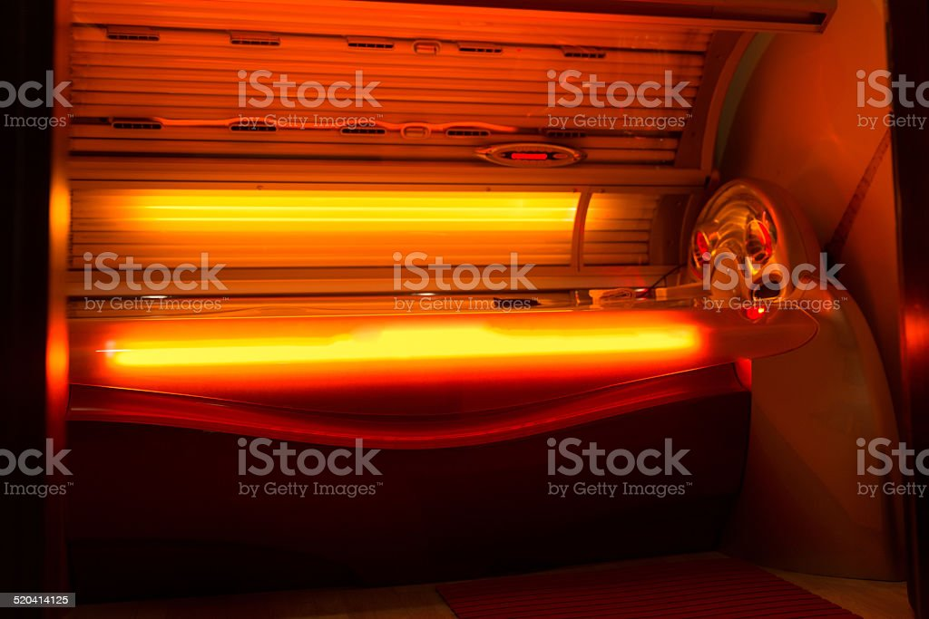 Cama de bronzeamento no solário no Health Club Spa - foto de acervo
