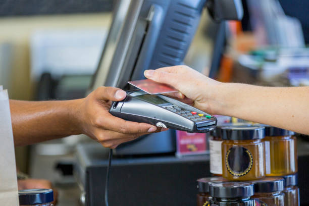 tap to pay - paying with card contactless imagens e fotografias de stock