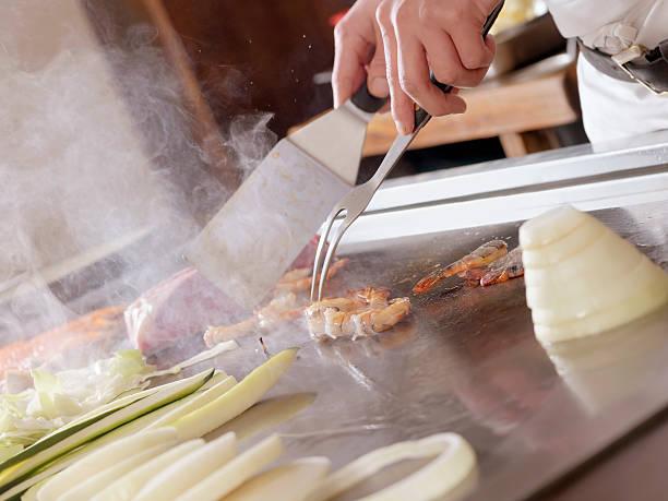 tapanyaki, japanische küche - teppan yaki grill stock-fotos und bilder