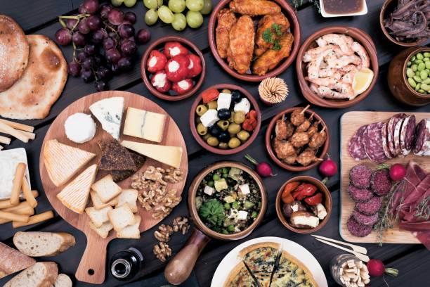 tapas-küche - käse wurst salat stock-fotos und bilder