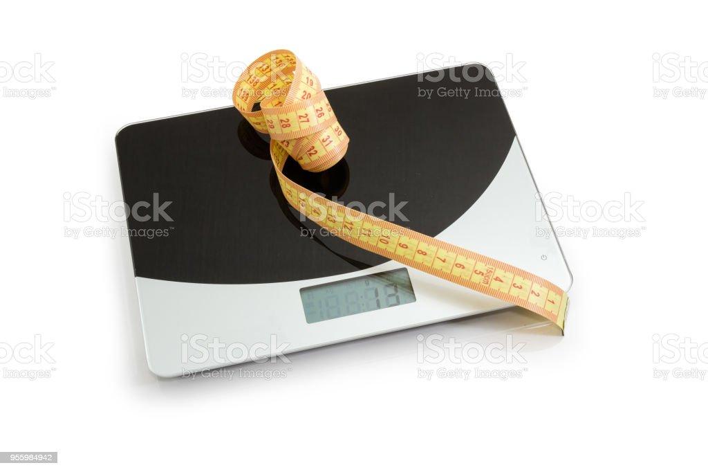 Escamas de la línea de la cinta en la cocina, concepto de exceso de peso - foto de stock