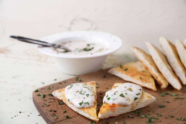 taramasalata - ist eine griechische und türkische meze - taramosalata stock-fotos und bilder