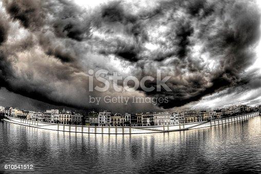 istock Tarde de tormenta en la Calle Betis b/n 610541512