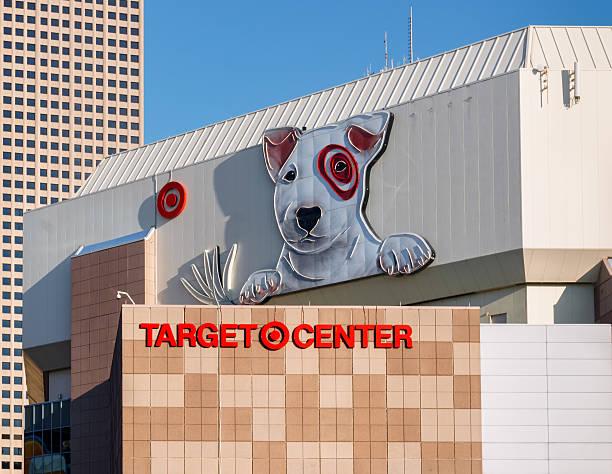 target center außenansicht - minnesota timberwolves stock-fotos und bilder