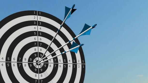 Ziel mit Pfeilen - Ziel mit drei Bogen Pfeile in der Mitte des Ziels – Foto