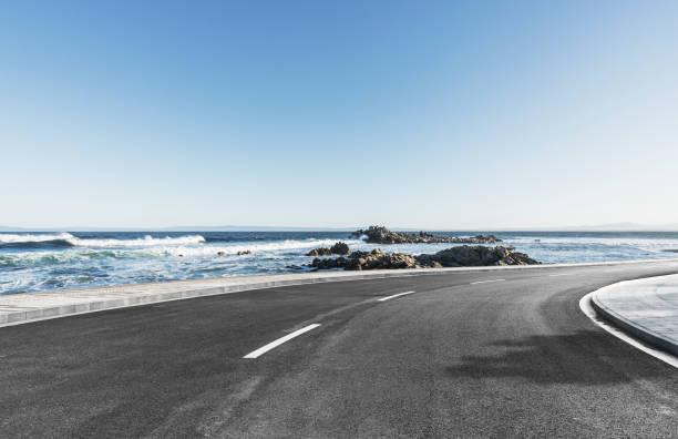 Asphaltstraße an Küste gegen Himmel – Foto