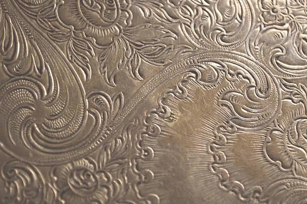 fond argent vieilli arabesques - gravure à photos et images de collection