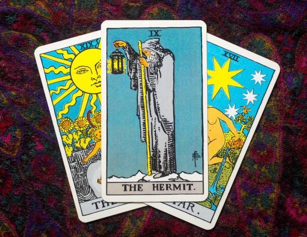 """tarot kartları """"hermıt."""" - sembolizm akımı stok fotoğraflar ve resimler"""