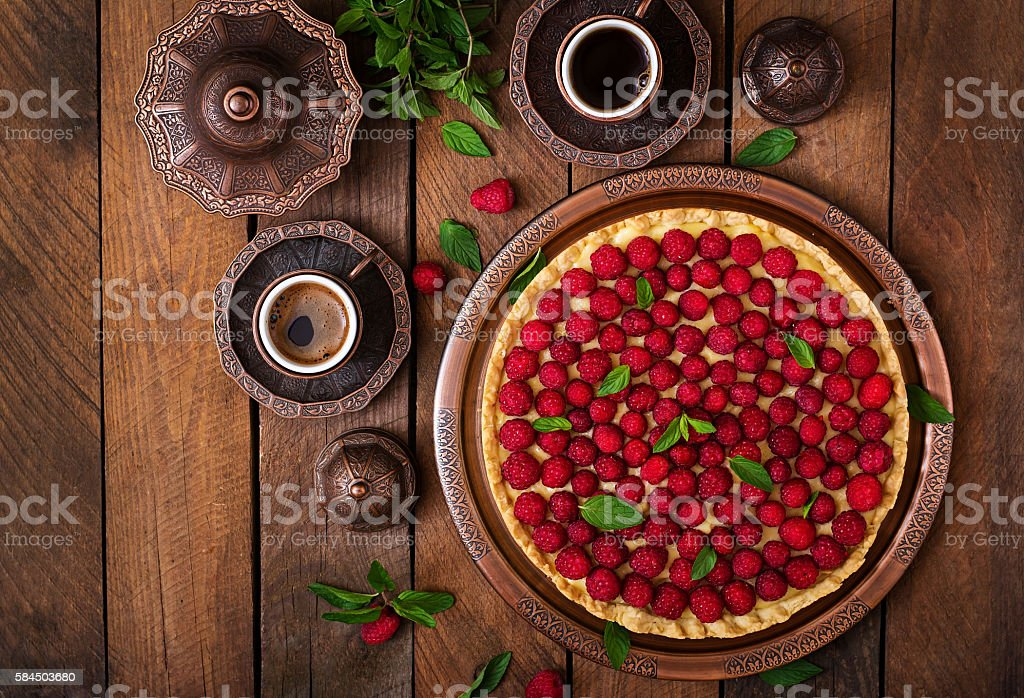 Tart with raspberries and whipped cream