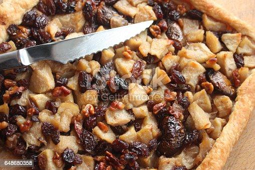 Tarte alsacienne : Pommes Raisins secs Noix - Pâte brisée