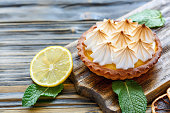 Tartlet with lemon cream and meringue.