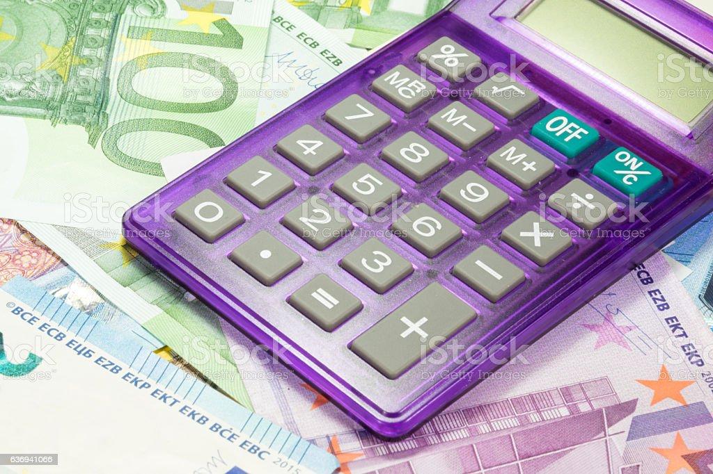 Taschenrechner und Euro Geldscheine stock photo
