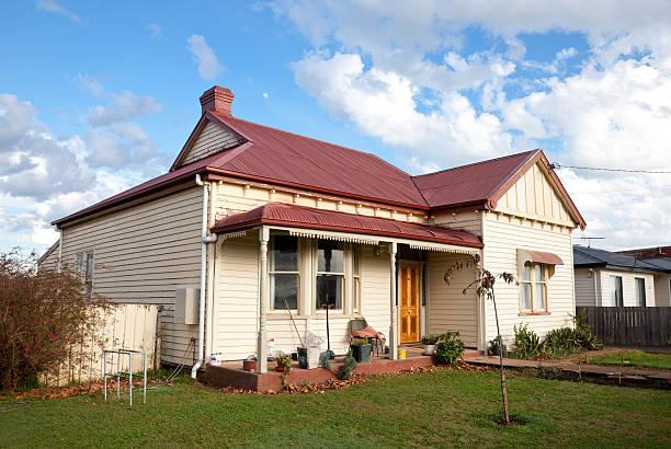tasmanian cottage - slechte staat stockfoto's en -beelden