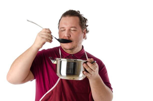geschmack.  koch und suppe. - pfannen test stock-fotos und bilder