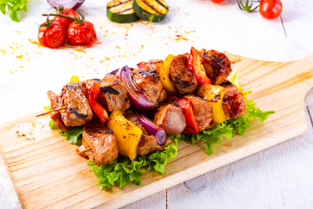 tasty and colorful meat skewers with peppers and onions – zdjęcie