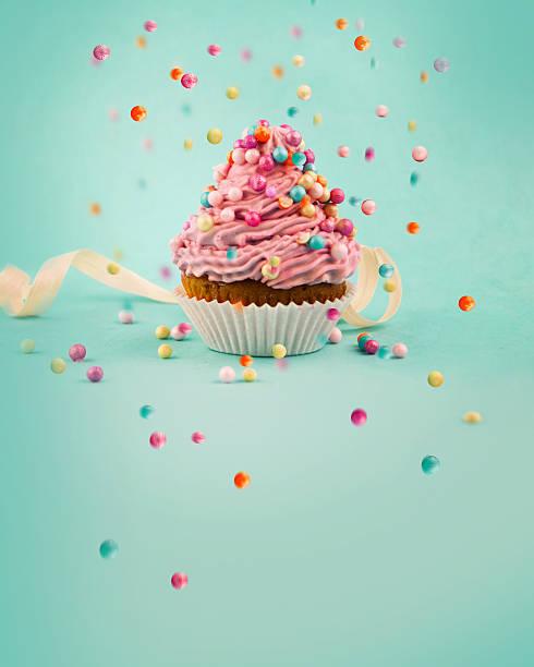 leckere cupcake  - cupcake, zuckerguss stock-fotos und bilder