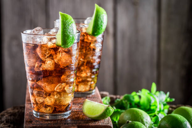 Tasty iced tea with citrus fruits and mint – Foto
