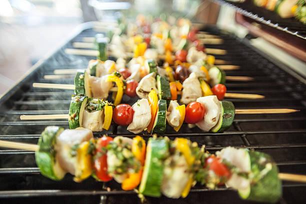 Köstliche Kebabs Shishkabobs auf Grill – Foto
