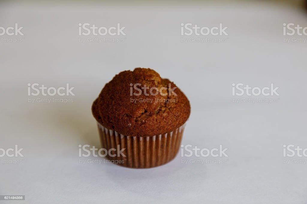 Délicieux muffin isolé sur blanc photo libre de droits