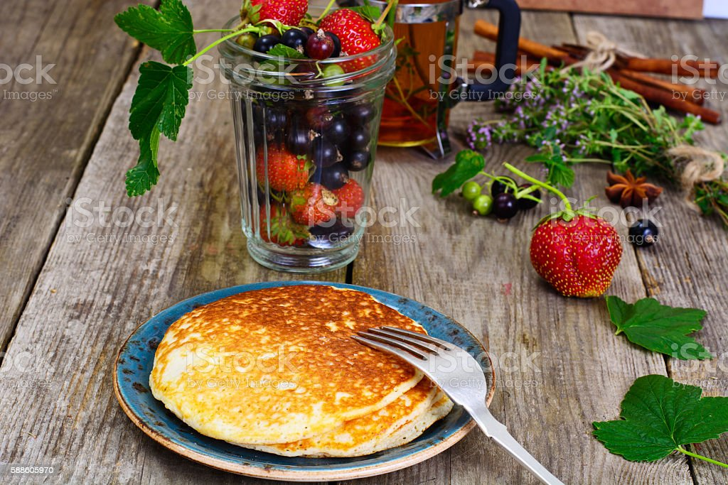 Tasty Pancakes Stack with Strawberry and Currant - foto de acervo