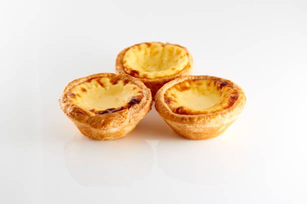 3 leckere portugiesische pudding kuchen - portugiesische desserts stock-fotos und bilder