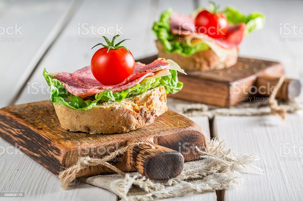 Tasty sandwich with salami, tomato and lettuce – Foto