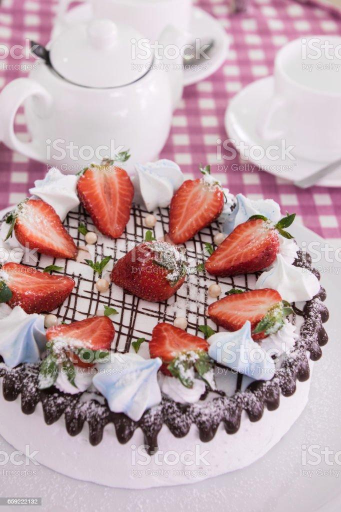 Tasty strawberry cream cake - fotografia de stock