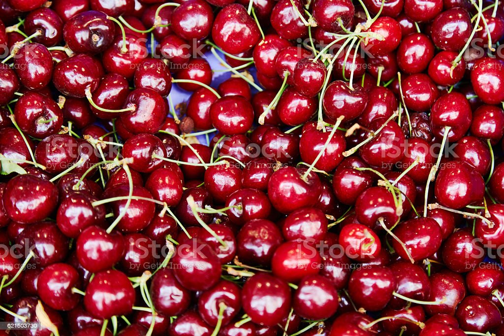 Tasty sweet cherry on a tray photo libre de droits