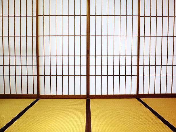 tatami room with shoji sliding doors - 畳 ストックフォトと画像