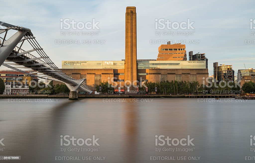Tate Modern and Millenium Bridge in the Morning – Foto