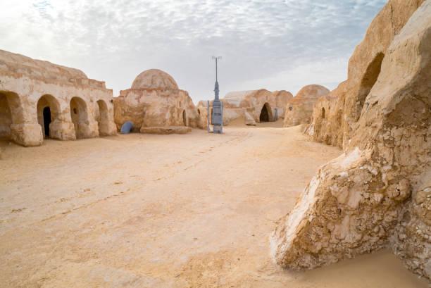 paisagem do planeta tatooine abandonado de moda para filme de shooting star wars - star wars - fotografias e filmes do acervo