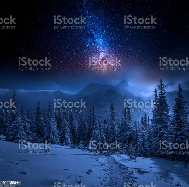 Tatras mountains in winter at night and stars poland picture id914435644?b=1&k=6&m=914435644&s=612x612&h=slxqqgjbx5snefjsagopymku7 c51tpijeg bdnd5se=