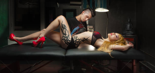 tattoo-kultur - high heel tattoos stock-fotos und bilder