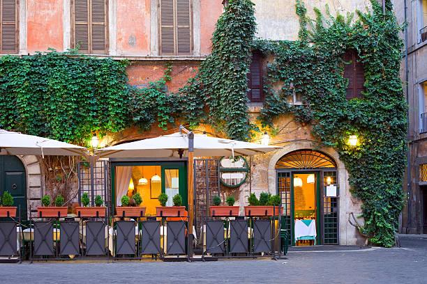 tavern, roma, itália - ivy building imagens e fotografias de stock