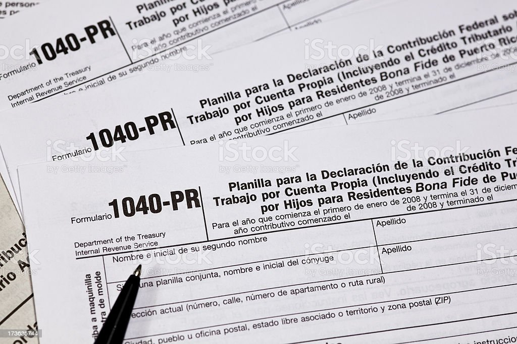 Tax Form 1040 Pr For The Irs In Spanish Stock Photo - Download Image Now