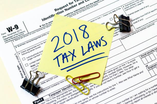 w9 2018 fiscale wetten concept - 2018 stockfoto's en -beelden
