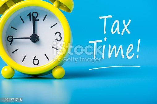 istock Tax time - Notification of the need to file tax returns, message for accountant - fill in tax form 1194771718