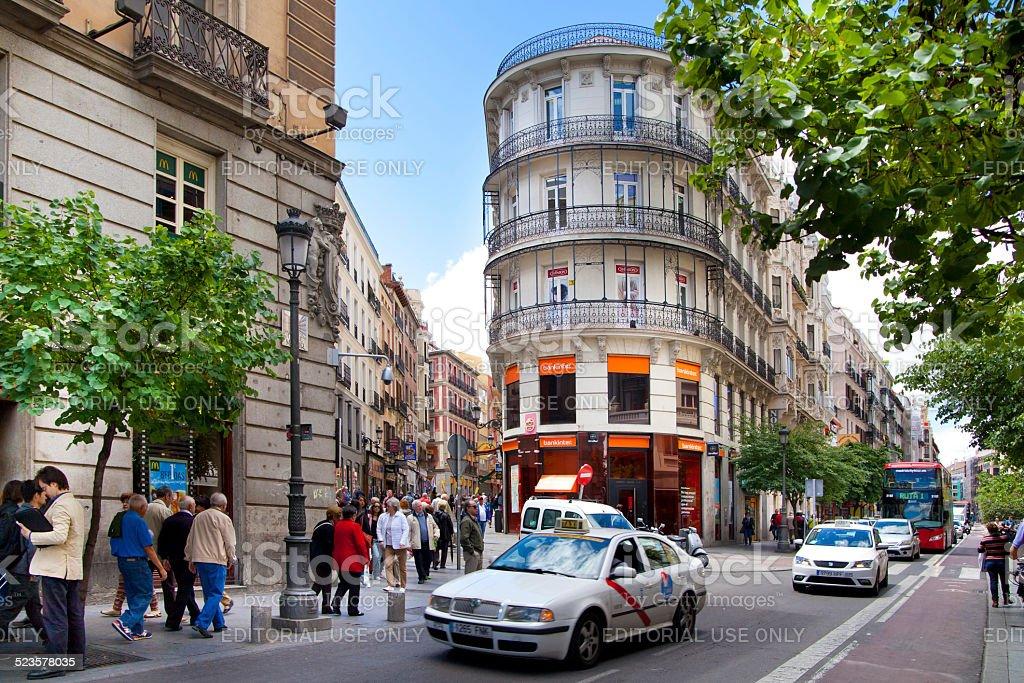 Taxi y de autobús en la Puerta del Sol square, Madrid - Foto de stock de Adulto libre de derechos