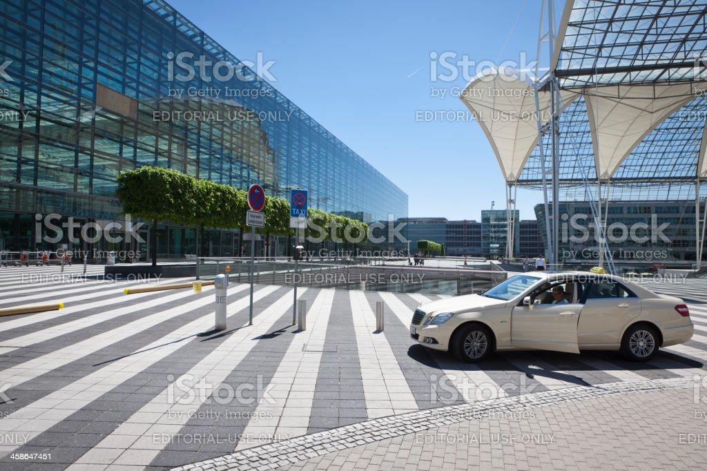 Taxi en el Aeropuerto de Munich - foto de stock
