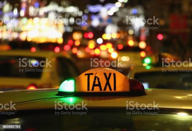 Taxi At Night Bucharest Romania — стоковые фотографии и другие картинки Автомобиль