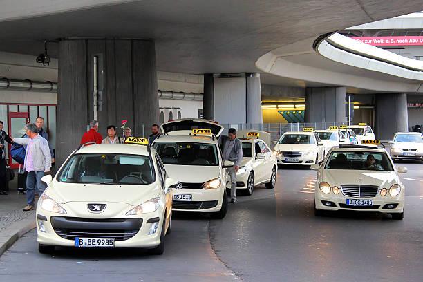 taxi autos - berlin express stock-fotos und bilder